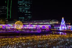 Thailand-Beleuchtungs-Festival 2017 auf Ratchadapisek Soi 8, Bangkok, Thailand auf December21,2017: Leuchten Sie Weihnachtsbaum u Lizenzfreie Stockbilder
