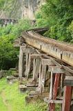 Thailand-Birma de Doodsspoorweg volgt bents van de rivier Kwai in Kanchanaburi, Thailand Stock Afbeeldingen