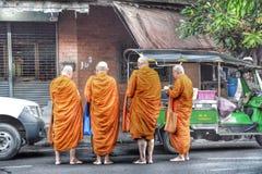 Thailand buddistiska munkar Royaltyfria Bilder
