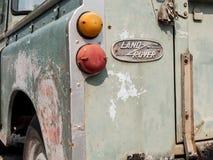 Thailand Chonburi: Vinkel för framdel för Land Rover serie 3 bakre pict arkivfoto