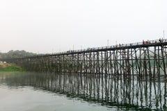 @Thailand de madeira da ponte de segunda-feira Fotografia de Stock Royalty Free