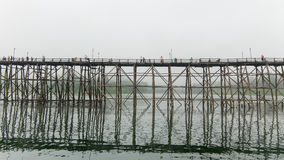 @Thailand de madeira da ponte de segunda-feira Foto de Stock Royalty Free