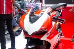 Thailand - December, 2018: den nära ärliga sikten av den Ducati 959 Panigale Corse mopeden framlade i motorexpon Nonthaburi Thail royaltyfri bild