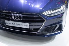 Thailand - December, 2018: nära ärlig sikt och strålkastare av Audi A7 Sportback den blåa bilen som framläggas i motorexpon Nonth royaltyfria bilder