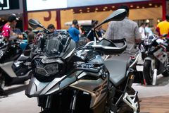 Thailand - December, 2018: slut upp BMW F750 GS den stora mopeden som framläggas i motorexpon Nonthaburi Thailand arkivfoton