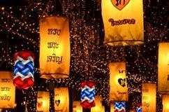 Thailand feiert den Geburtstag des Königs Es ist eins der nettesten Anzeige der Lichter in der Stadt des Bas Stockfotos