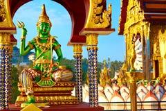 thailand Gudstaty på Wat Phra Yai Temple Turism landmark royaltyfria bilder