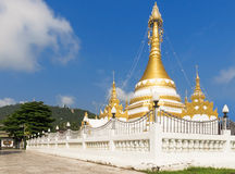 Thailand guld- Stupa pagod Arkivfoto