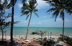 Thailand h?rlig strand f?r fritidsaktivitet royaltyfri fotografi