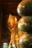 thailand Het doen leunen van het standbeeld van Boedha in de Tempel Wat P van Thailand Boedha Stock Foto