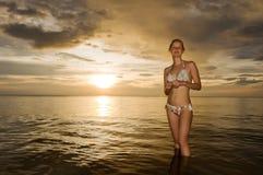 Thailand. Het overzees van Andaman. Mooi gelukkig meisje Stock Foto