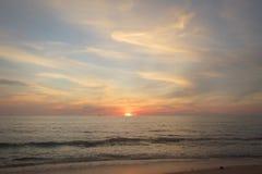 Thailand-Insel Koh Lanta-Sonnenuntergang Lizenzfreie Stockfotos