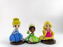 THAILAND Januari 2018: Prinsessalag på den vita samlingen för bakgrundsdisney leksak i marknadsföringsaktionen från Tesco Lotus E fotografering för bildbyråer