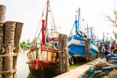 Thailand - Januari 21: vissenmarkt in de visserij van dorp, Nakhon-Si stock foto's