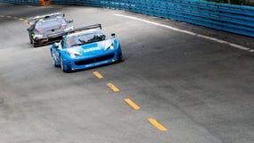THAILAND-JULY 15, 2018: Springa för Ferrari 488 GTB bil på löparbana i Bangsaen Grand Prix 2018 nära den Bangsaen stranden i Thai royaltyfria foton