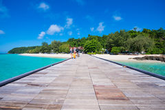 Thailand 16 Jyne 2017:: Härlig strand för Mai Ton ö i Phuke Arkivbilder