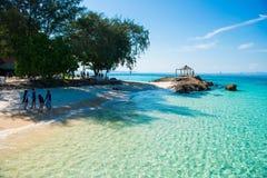 Thailand 16 Jyne 2017:: Härlig strand för Mai Ton ö i Phuke Royaltyfri Fotografi