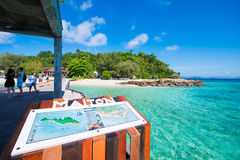 Thailand, 16 Jyne 2017:: Mai Ton-eiland mooi strand in Phuke Stock Fotografie