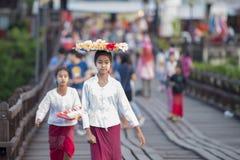 THAILAND KANCHANABURI SANGKHLABURI TRÄBRO Royaltyfri Bild