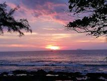 Thailand Krabi havssolnedgång 2 Arkivbild