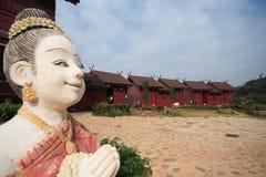 Thailand-Lächeln-Willkommens-Statue zum Zuflucht zu nehmen Stockbilder