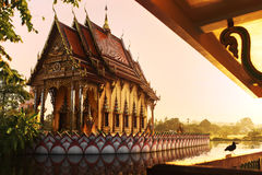 Thailand-Markstein Wat Phra Yai Temple Sunset Reise, Tourismus Lizenzfreie Stockfotos