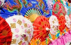 Thailand-Muster der Regenschirme. lizenzfreie stockfotos