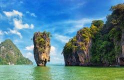 Den James Bond ön beskådar tropiskt landskap arkivbilder