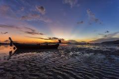 Thailand natursoluppgång på stranden Arkivfoton