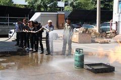22 Thailand-NOVEMBER: Brandoefening en BasisBrandbestrijding die in Bangkok opleiden Royalty-vrije Stock Foto's