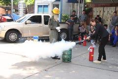 THAILAND-NOVEMBER 22: Grundläggande utbildning för brandstridighet på November 22, 2016 i Bangkok Fotografering för Bildbyråer