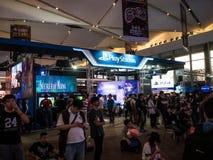 THAILAND - 4 November 2017: Laarzenspelen door PlayStation 4 De opgezette vertoningen bij het spel van Thailand tonen groot festi royalty-vrije stock afbeeldingen