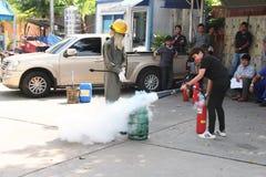 THAILAND-NOVEMBER 22: Podstawowy Pożarniczego boju szkolenie na Listopadzie 22, 2016 w Bangkok Fotografia Royalty Free