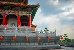THAILAND - 27. NOVEMBER 2015: Traditioneller und der Architektur der chinesischen Art Tempel, Nonthaburi im September 2012 bei Wa Lizenzfreie Stockfotos
