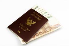 Thailand pass med den thailändska sedeln Fotografering för Bildbyråer