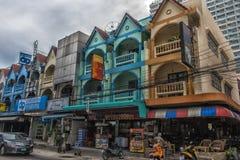 Thailand Pattaya, 25,06,2017 gator av Pattaya med ett enormt numeriskt Fotografering för Bildbyråer