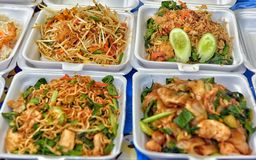 Thailand, Pattaya, Lebensmittel 27,06,2017 in den Behältern auf der Nacht MA Stockfoto
