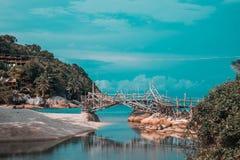 Thailand, Phangan - Atmosferische brug op het strand royalty-vrije stock foto's
