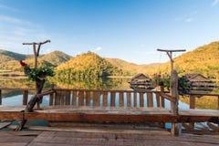 Thailand, sjö och berg royaltyfria bilder