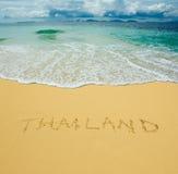 Thailand som skrivs i en sandig strand Arkivbild