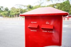 Thailand stolpeask bredvid vägen I thailändskt språk betyder Bangko Fotografering för Bildbyråer