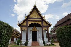 Thailand-Tempel-Buddhismus-Gott-Goldreise-Religion der Buddha stockbild