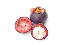 Thailand trägt Mangostanfrucht auf weißem Hintergrund Früchte Stockfotografie