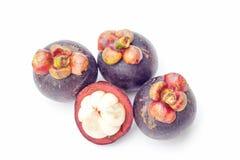 Thailand trägt Mangostanfrucht auf weißem Hintergrund Früchte Lizenzfreies Stockfoto
