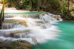 Thailand vattenfall i Kanchanaburi Arkivbilder