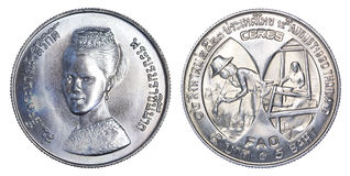 Thailand vijf Bahtmuntstuk, 1980, B e 2523 geïsoleerd op witte rug Stock Foto's