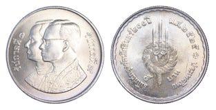 Thailand vijf Bahtmuntstuk, 1982, B e 2525 geïsoleerd op witte rug Stock Foto's
