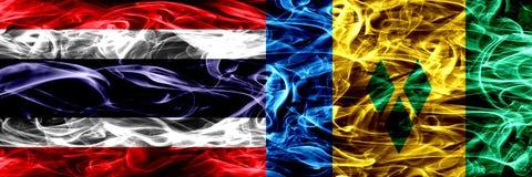 Thailand vs Saint Vincent och Grenadinerna rökflaggor förlade sidan - vid - sidan Tjocka abstrakta kulöra silkeslena rökflaggor royaltyfri illustrationer