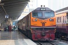Thailand-Weinlesezug in der Station Stockbild