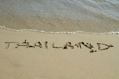 Thailand-Wort auf dem Strand stockbild